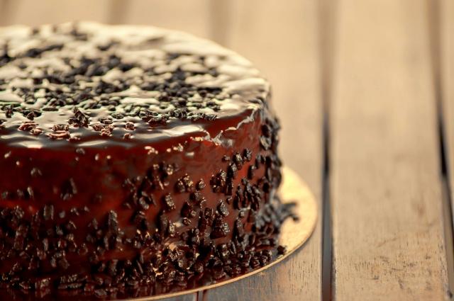 チョコのホールケーキ